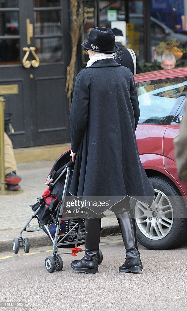 Gwen Stefani and her son Zuma are seen arriving at a pub in Primrose Hill on December 30, 2012 in London, England.