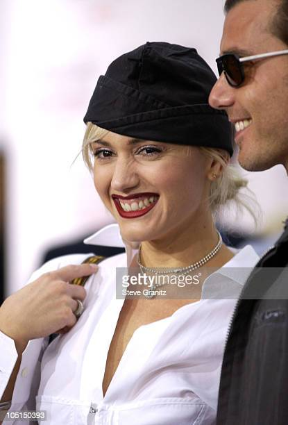 """Gwen Stefani & Gavin Rossdale during """"Charlie's Angels 2 - Full Throttle"""" Premiere at Mann's Chinese Theater in Hollywood, California, United States."""