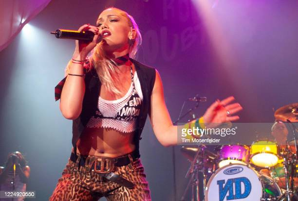 Gwen Stefani of No Doubt performs at the San Jose State Event Center on March 25, 2002 in San Jose, California.