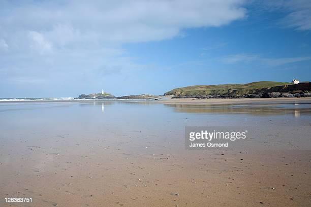 gwithian beach looking towards godrevy lighthouse. cornwall. england. uk. - グイチアン ストックフォトと画像