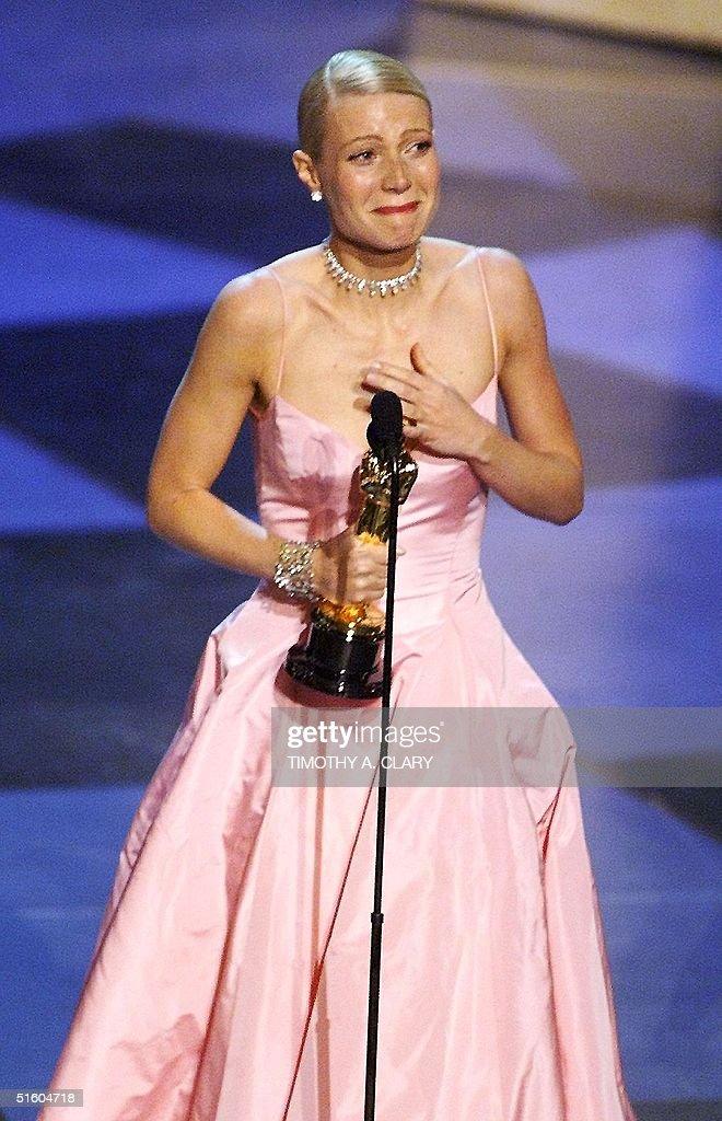 Gwyenth Paltrow cries as she receives the Oscar fo : News Photo