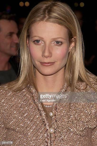 """Gwyneth Paltrow arriving for a screening of """"Shallow Hal"""" to benefit pediatric programs of St. Vincent's Hospital in New York City. 11/7/2001. Photo:..."""