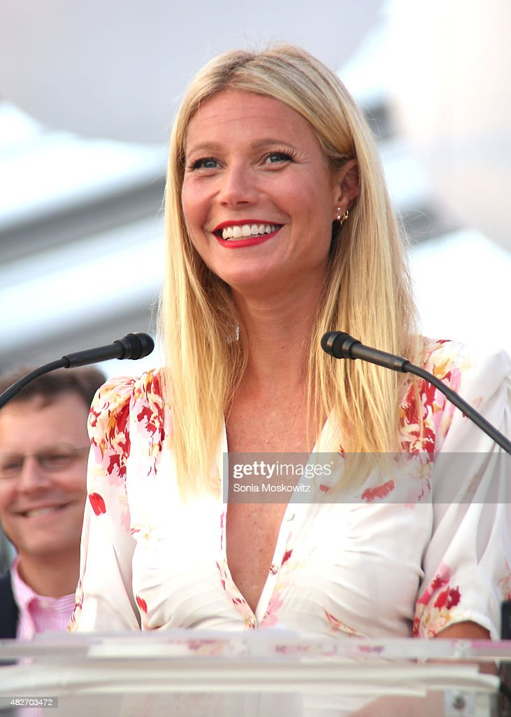 The Hamptons Paddle & Party for Pink 2015 - Paddle Race and Sunset Cocktail Party : News Photo