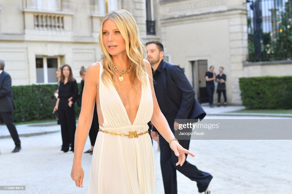 Valentino : Outside Arrivals - Paris Fashion Week - Haute Couture Fall/Winter 2019/2020 : News Photo