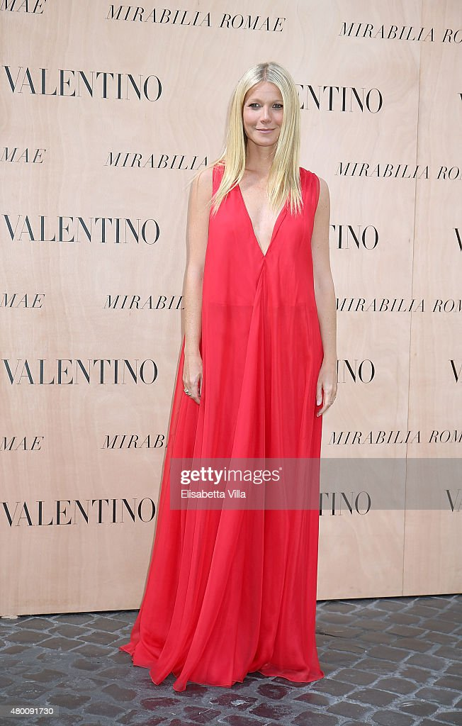 Gwyneth Paltrow attends the Valentinos 'Mirabilia Romae' haute couture collection fall/winter 2015 2016 at Piazza Mignanelli on July 9, 2015 in Rome, Italy.