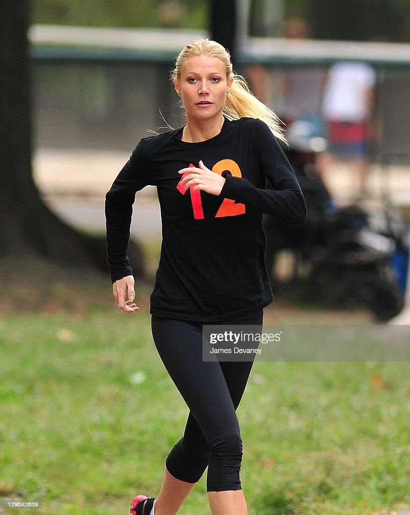 Gwyneth Paltrow filming on location of 'Thanks for Sharing' on October 11, 2011 in New York City.