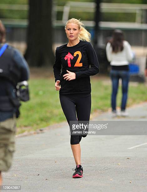 Gwyneth Paltrow filming on location of Thanks for Sharing on October 11 2011 in New York City
