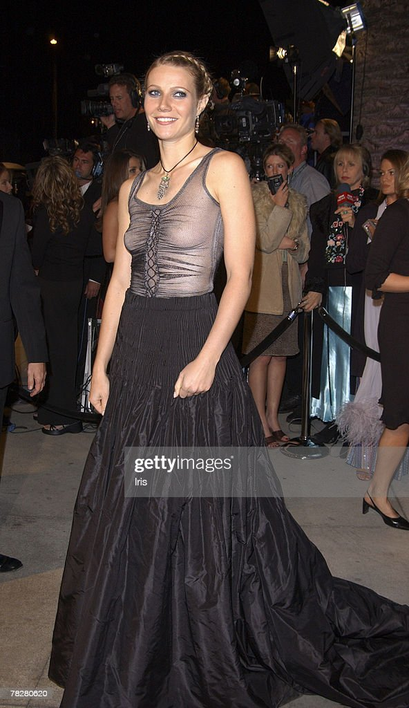 2002 Vanity Fair Oscar Party Hosted by Graydon Carter - Arrivals : News Photo