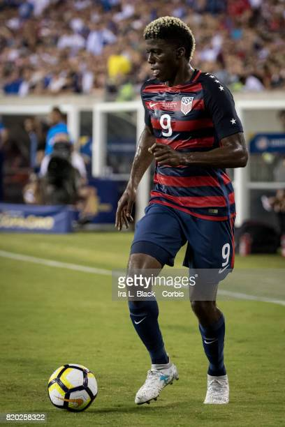 Gyasi Zardes of United States takes the time to find an opening during the CONCACAF Gold Cup Match between US Men's National Team and El Salvador at...