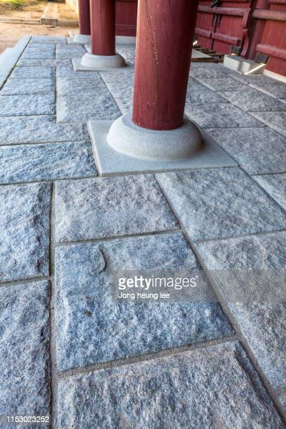 gyeongbokgung palace columns and floor tiles - jong heung lee stock pictures, royalty-free photos & images