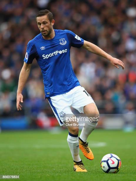 Gyifi Sigurdsson of Everton in action during the Premier League match between Everton and Burnley at Goodison Park on October 1 2017 in Liverpool...