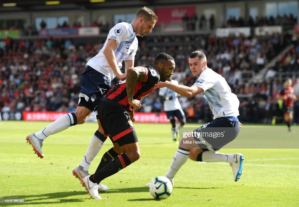 Gylfi Sigurdsson of Everton attempts to block Callum Wilson of AFC Bournemouth during the Premier League match between AFC Bournemouth and Everton FC at Vitality Stadium on August 25, 2018 in Bournemouth, United Kingdom.
