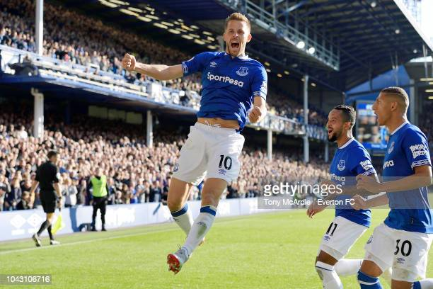Gylfi Sigurdsson of Everton celebrates his first goal with Theo Walcott and Richarlison during the Premier League match between Everton and Fulham at...