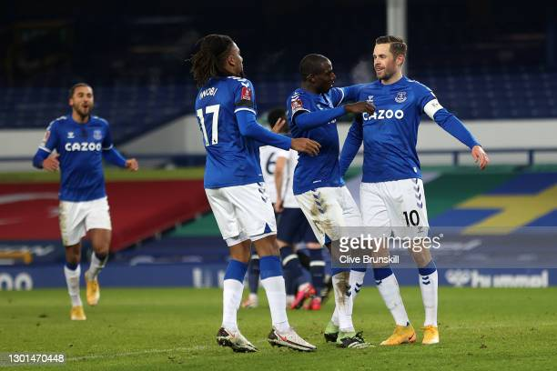 Gylfi Sigurdsson of Everton celebrates with Alex Iwobi and Abdoulaye Doucoure after scoring his team's third goal during The Emirates FA Cup Fifth...