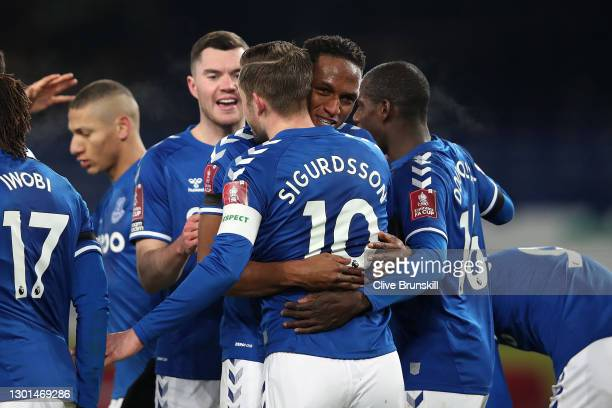 Gylfi Sigurdsson of Everton celebrates with team mate Yerry Mina after scoring their side's third goal from the penalty spot during The Emirates FA...