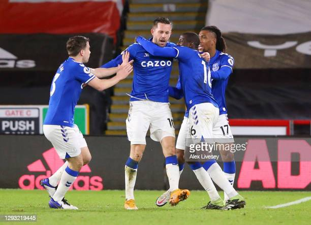 Gylfi Sigurdsson of Everton celebrates with teammates Seamus Coleman, Abdoulaye Doucoure and Alex Iwobi after scoring his team's first goal during...