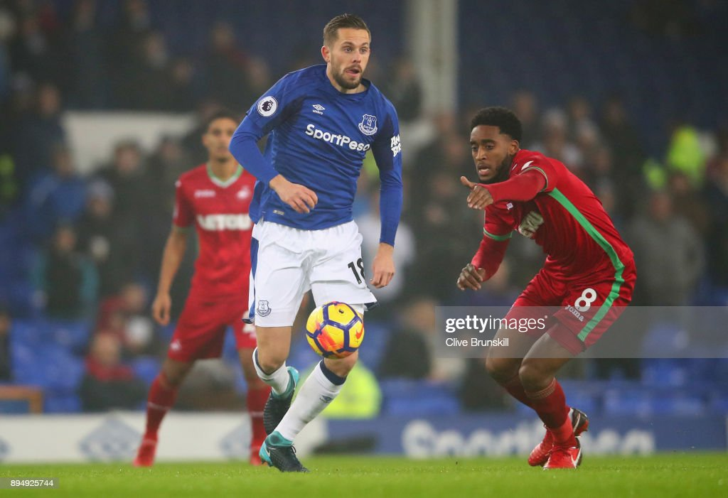 Gylfi Sigurdsson of Everton evades Leroy Fer of Swansea City during the Premier League match between Everton and Swansea City at Goodison Park on December 18, 2017 in Liverpool, England.