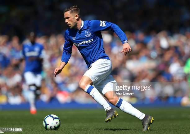 Gylfi Sigurdsson of Everton FC runs with the ball during the Premier League match between Everton FC and Manchester United at Goodison Park on April...
