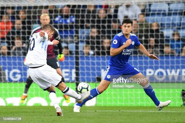 Gylfi Sigurdsson of Everton scores his team's second goal during the Premier League match between Leicester City and Everton FC at The King Power...