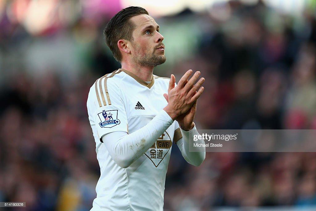 Swansea City v Norwich City - Premier League : News Photo