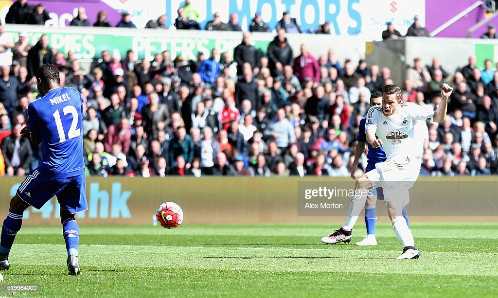 Gylfi Sigurdsson of Swansea City scores his team's first goal during the Barclays Premier League match between Swansea City and Chelsea at the Liberty Stadium on April 9, 2016 in Swansea, Wales.