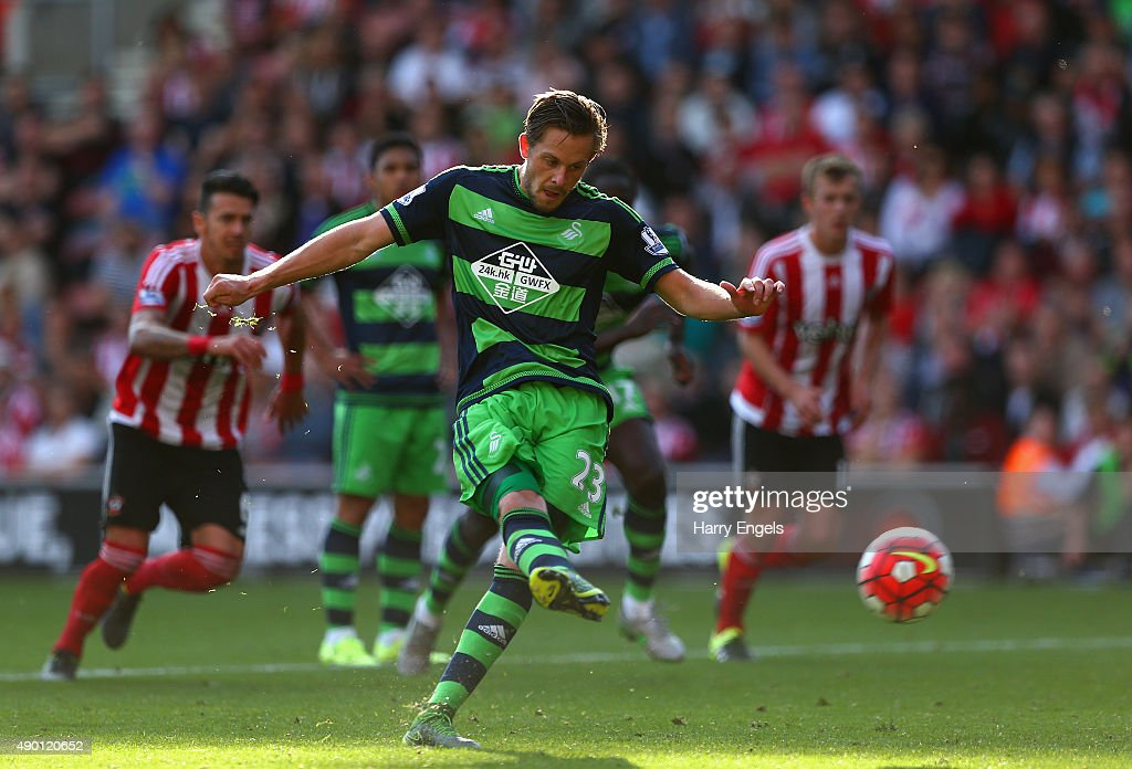 Gylfi Sigurdsson of Swansea City scores his team's first goal from the penalty spot during the Barclays Premier League match between Southampton and Swansea City at St Mary's Stadium on September 26, 2015 in Southampton, United Kingdom.
