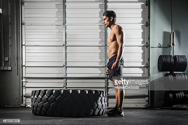 Crossfit Training mit einem großen Tire