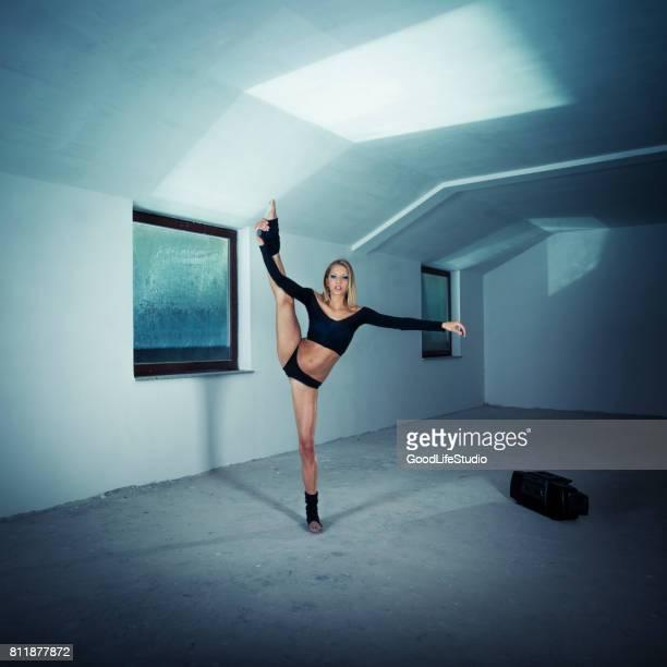 Gymnastin dabei spaltet