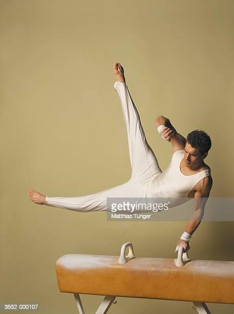 gymnast - voltigeerpaard stockfoto's en -beelden