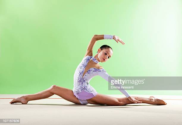 gymnast, split floor looking back, purple leotard - girl with legs spread stock photos and pictures