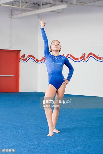 a gymnast with her arm raised - gymnastique au sol photos et images de collection