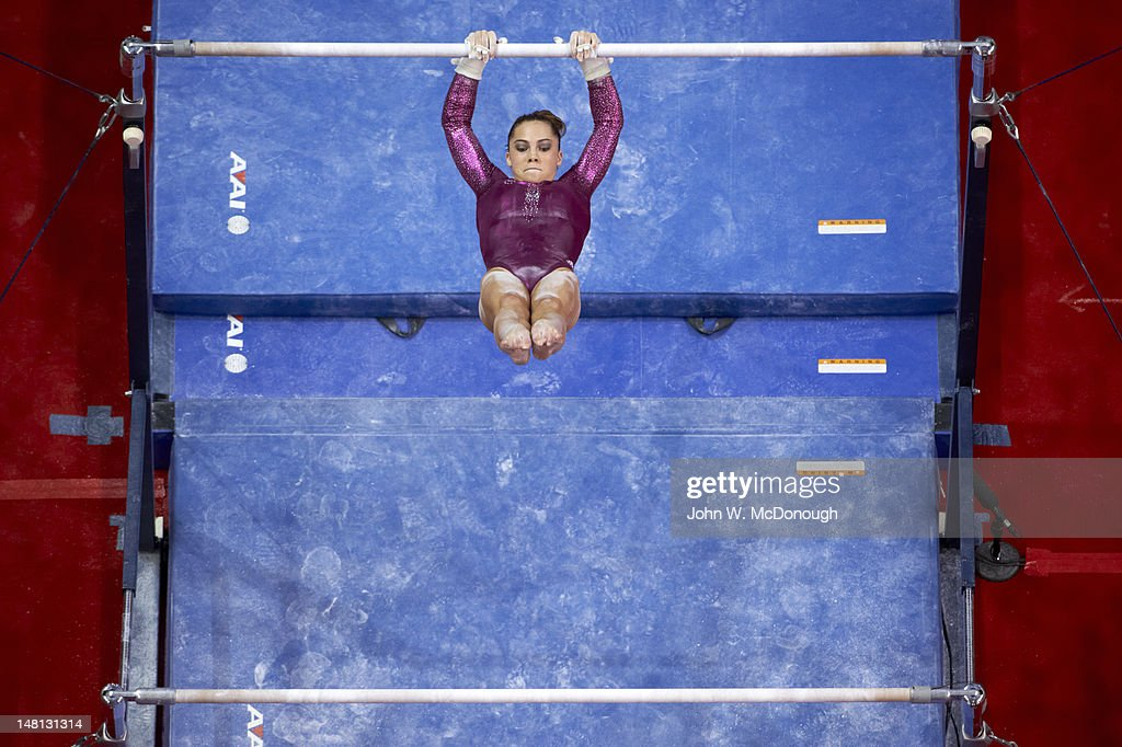 693f1cd23f2e McKayla Maroney in action on uneven bars during Women's competition ...