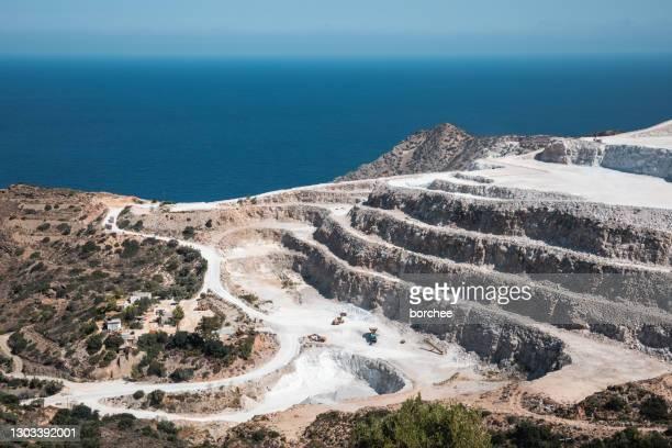 クレタ島の石膏採石場 - 炭酸石灰 ストックフォトと画像