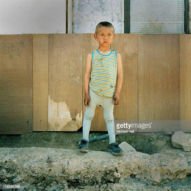 gypsy boy - armut stock-fotos und bilder