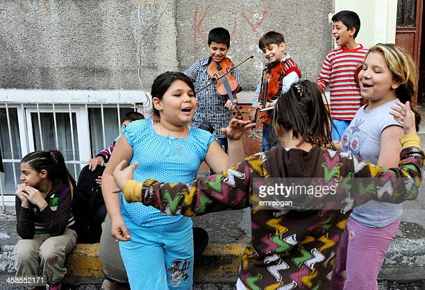 gypsy children playing music and dancing - turkey middle east stockfoto's en -beelden