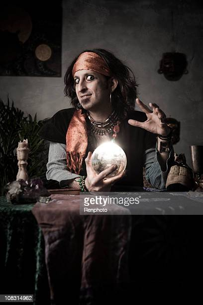 Gypsy Wahrsagerin mit Kristallkugel