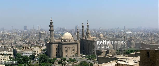 Blick von der Zitadelle auf die Sultan Hassan Moschee die Rifa 'i Moschee und die Innenstadt von Kairo