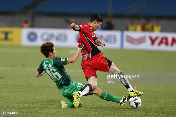 Ha DaeSung of Beijing Guoan and Cha DuRi of FC Seoul battle for the ball during the AFC Champions League match between Beijing Guoan and FC Seoul at...