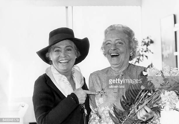 Haack Kaethe *11081897Schauspielerin D mit ihrer Tochter Hannelore 1978