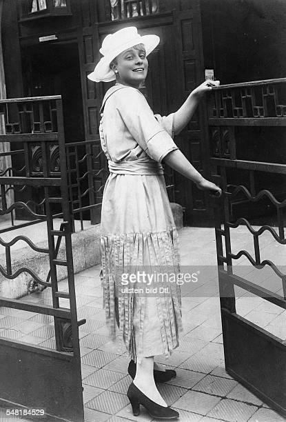 Haack, Kaethe - actress, Germany *11.08.1897-+ - Photographer: Zander & Labisch - Published by: 'B.Z.' Vintage property of ullstein bild