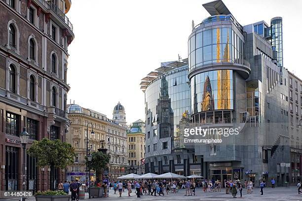 haas haus in graben at sunset,vienna - emreturanphoto stock pictures, royalty-free photos & images
