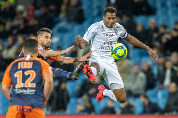 MHSC -EQUIPE DE MONTPELLIER -LIGUE1- 2019-2020 - Page 5 Habib-diallo-of-metz-challenged-by-damien-le-tallec-of-montpellier-picture-id1204269896?k=6&m=1204269896&s=612x612&w=0&h=Yv2dJytB7GkbTlODZm_bnz9hk-U5SwBMW-A_2XgbWXc=