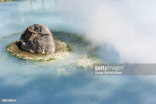 140000 habitants celebre pour ses sources chaudes La vapeur issue du sous sol volcanique sert aux vacanciers et aux residents Il y a deux sortes de...