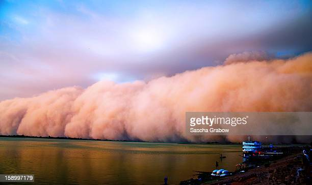 haboob - sandstorm - dust storm - harmattan - dust storm stock pictures, royalty-free photos & images