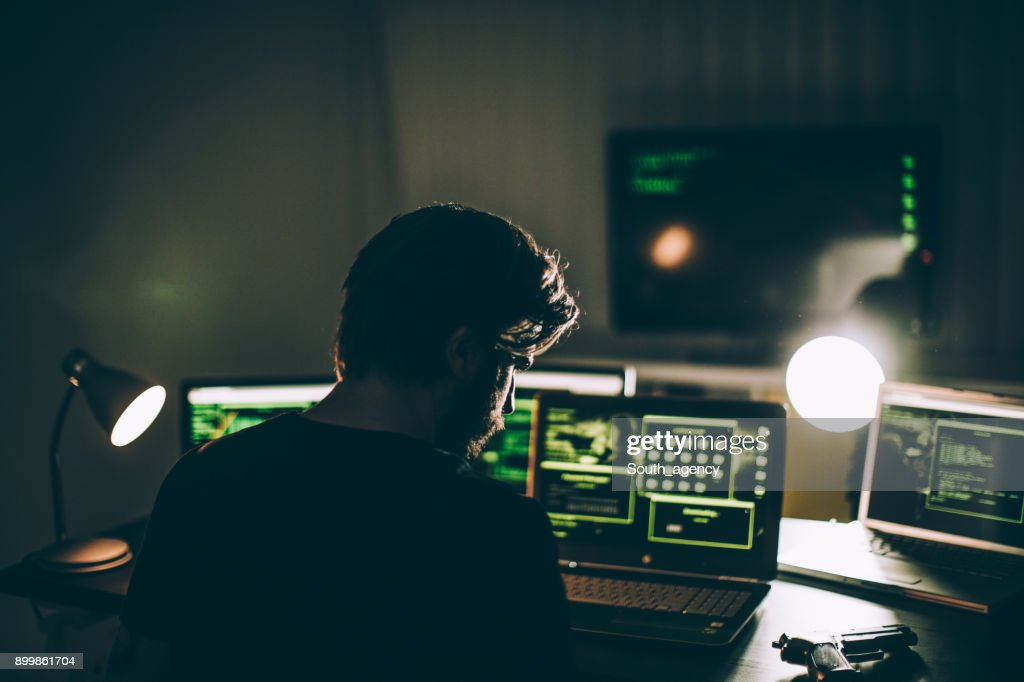 Hacker che lavora da solo : Foto stock