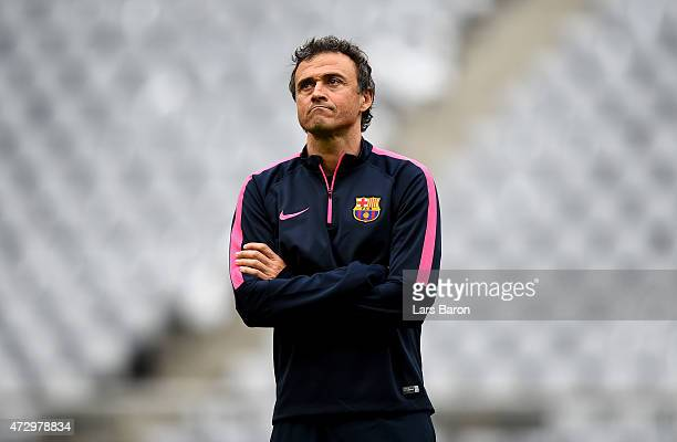 Had coach Luis Enrique looks on during a FC Barcelona training session on the eve of the UEFA Champions League semi final second leg match against FC...