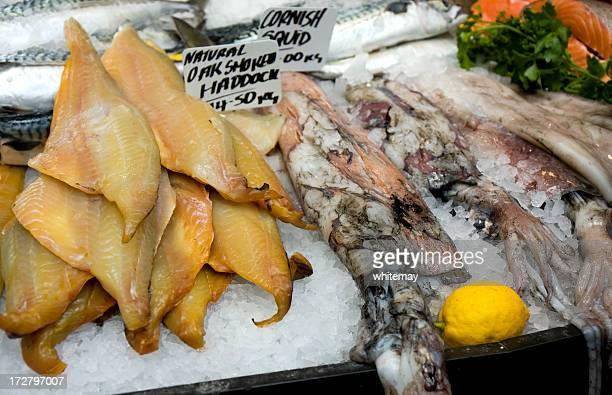 ハドックとヤリイカ - fish scale pattern ストックフォトと画像