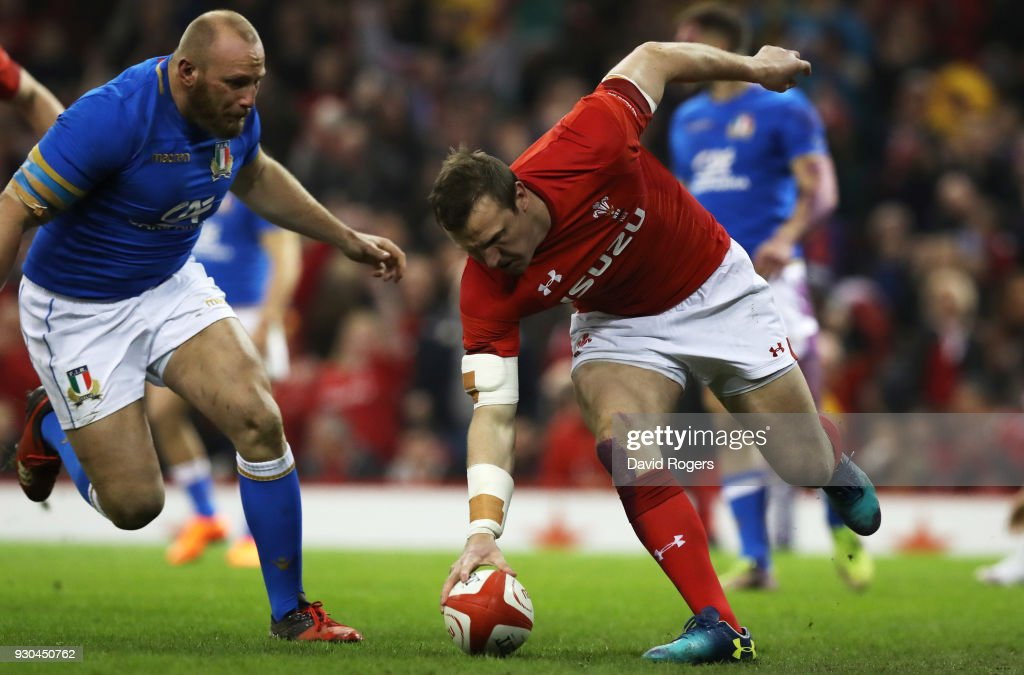 Hadleigh Parkes of Wales scores their first try during the NatWest Six Nations match between Wales and Italy at Principality Stadium on March 11, 2018 in Cardiff, Wales.