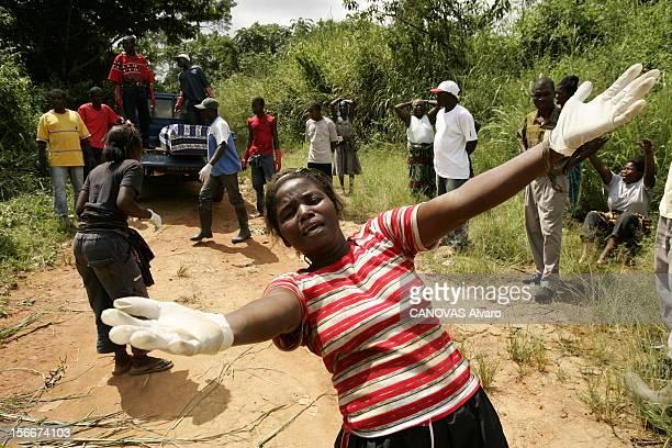 Haemorrhagic Fever Epidemic In The North Of Angola Depuis 6 mois le virus de Marburg cousin du virus Ebola décime le nord de l'Angola enterrement...