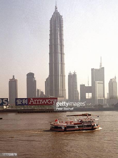 Hafen Shanghai Fluss Huangpu China Asien Reise Rundreise Skyline Jinmao Tower Schiff Boot Wolkenkratzer Hochhaus Architektur Gewässer